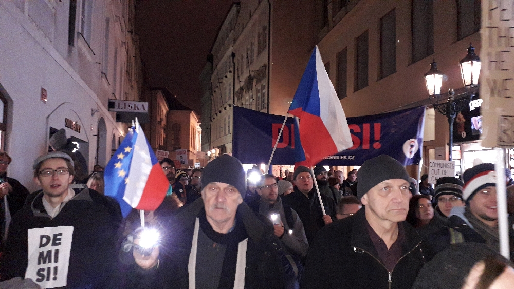 Tausende Demonstranten jeden Alters säumten die Straßen.