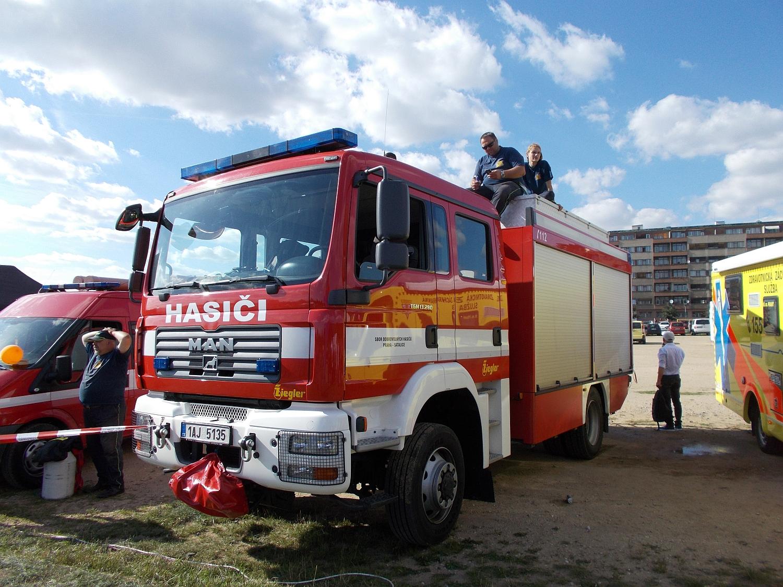 Feuerwehr, Sanitäter und Polizei sicherten die Veranstaltung mit einem Großaufgebot.