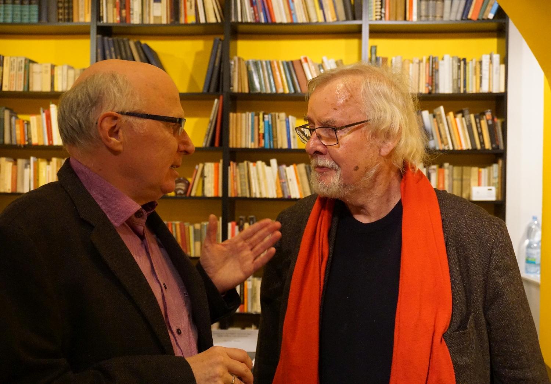 Jürgen Serke (rechts) im Gespräch mit Peter Lange (Deutschlandfunk). Foto: Konstantin Kountouroyanis