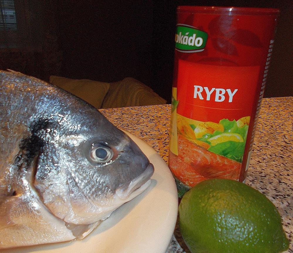 Achten Sie auf die Augen. Diese müssen klar sein. Faustregel: Fisch darf nicht nach Fisch riechen!
