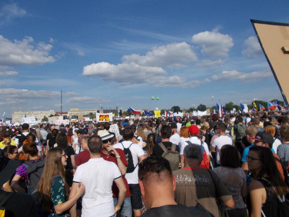 Manche Bebachter schätzen die Zahl der Demonstranten auf mehr als 300.000.