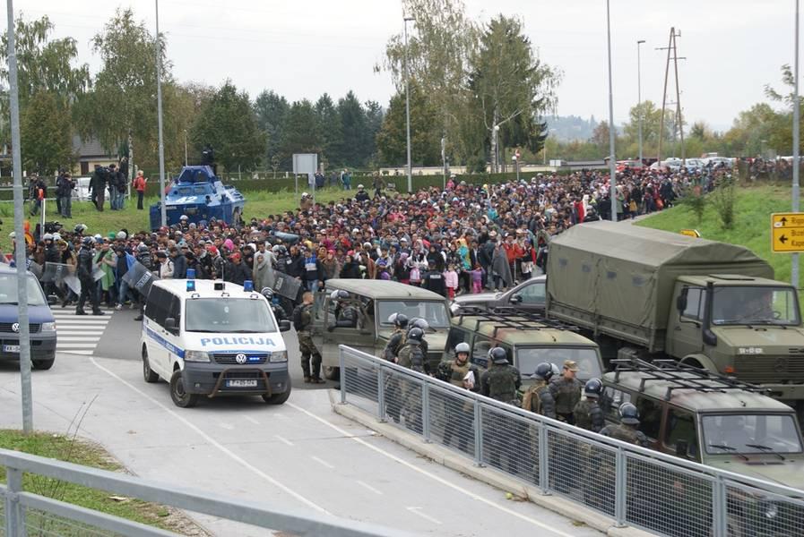 Flüchtlinge in Slowenien, Foto: SV, Slovenska vojska pri reševanju migrantske situacije z več zmogljivostmi.
