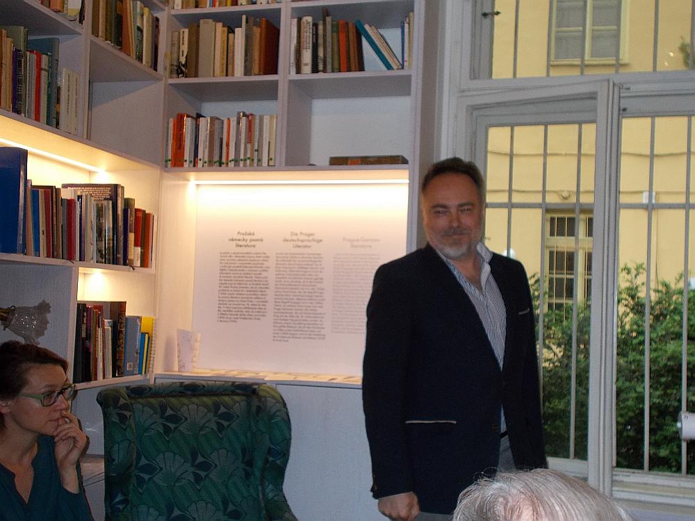 """Joachim Dvořák führte in dem 2010 erschienenen Dokumentarfilm: """"Lenka Reinerová: Kavárna nad Prahou"""" Regie."""