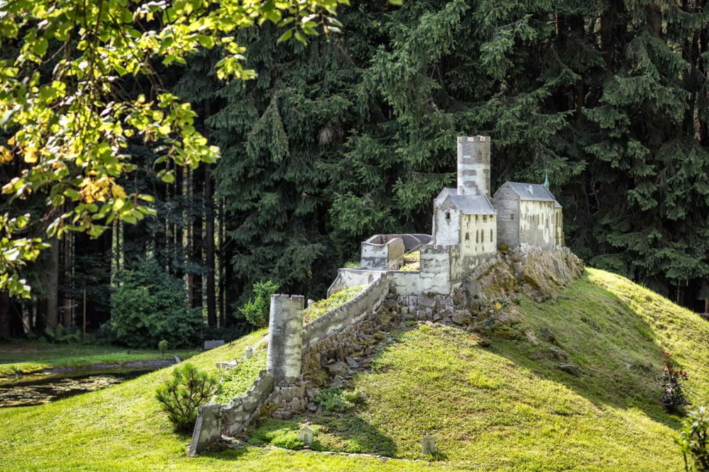 Burg Bezděz (Modell im Park Boheminium)