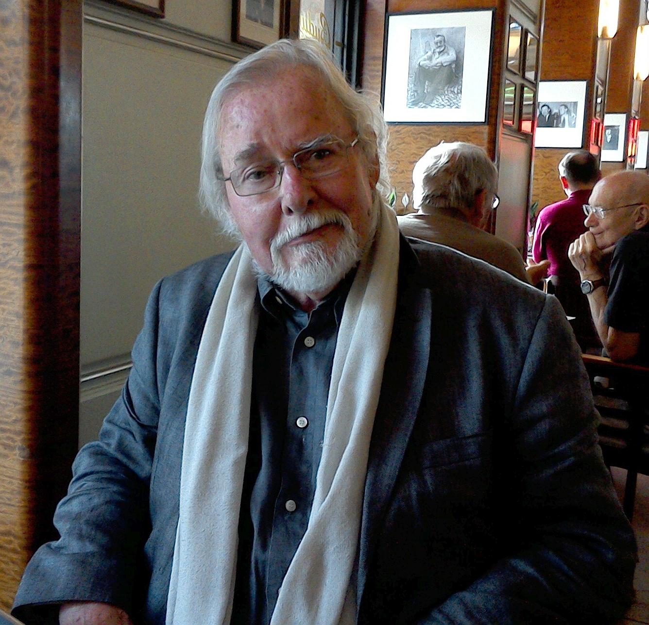 Jürgen Serke im Café Slavia (Foto: K. Kountouroyanis)