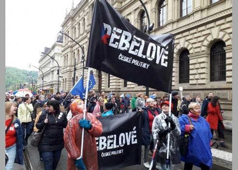 """Diese Damen versprechen eine """"Rebellion gegen die tschechische Politik""""."""
