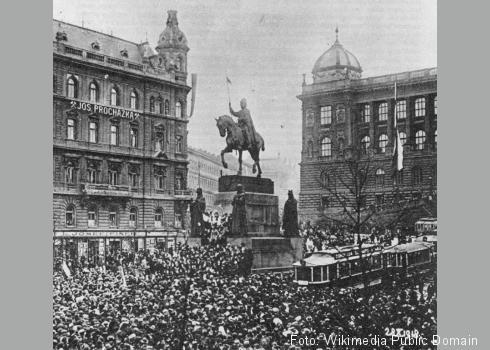 Manifestation am St.-Wenzels-Denkmal in Prag anlässlich der Proklamation der Tschechoslowakischen Republik am 28. Oktober 1918