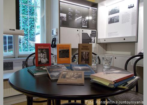Auswahl an Büchern von und über Lenka Reinerová