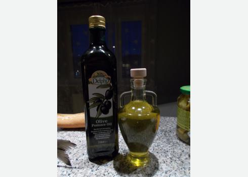 Tipp: Wie sie etwas mehr Mittelmeerfeeling ins Wohnzimmer bringen. Allerdings ist Olivenöl lichtempfindlich. Bewahren Sie die Flasche im Dunkeln auf.
