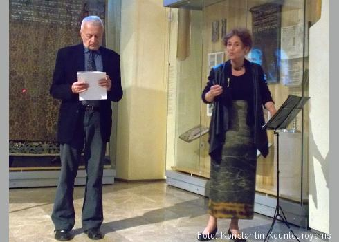Vratislav Jiljí Slezák trug auf Deutsch und Věra Koubová auf Tschechisch die Gedichte vor.